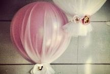 Big baloons revival / Modern balloons revival. Pastel, gigant, glowing, transparent baloons for your wedding decor. Endless wedding inspirations on beautifulday.com.pl.