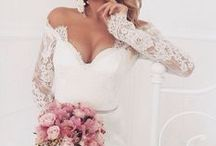 Wedding dress / Wedding dress, bridal gown inspiration. Lace, sensual, sexy, retro, long-sleeve, silky & more wedding dresses.  Endless wedding ideas on beautifulday.com.pl