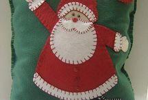 Stitching: Santas / by Eddi Miglavs