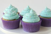 Cakes & Cupcakes / by DeeDra Parks Fry