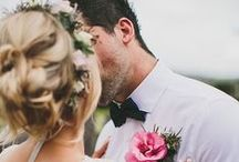 Wedding Photo Poses & Ideas / Unique poses and wedding photo ideas to capture at your own wedding day or engagement!