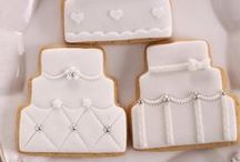Wedding Dessert Bar Ideas / Wedding dessert bars that look as delicious as they are unique!