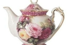 TEAPOTS / by Mary Peth