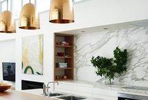 Koper, Brons, Messing / Warmgekleurde metalen accessoires in je interieur zijn ontzettend trendy. Rosé goudkleurige lampenkappen, een koperkleurige KitchenAid of haal alles uit de kast met goudkleurige keukenkastjes. De mogelijkheden zijn eindeloos...