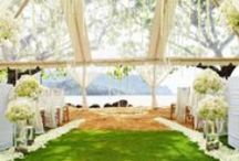 Kauai Weddings / Set against a backdrop of rustling palm trees and a crystal-blue ocean on the south shore of Kauai. Kauai is a stunning location for you to celebrate your love.