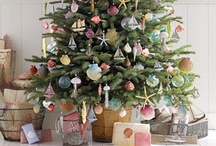 Christmas Decorating Ideas / Lots of ideas for decorating your home for Christmas, how to decorate a Christmas tree, decorating a fireplace mantle, etc.