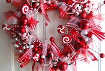 Wreaths / by Adriana Fierro