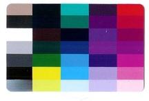 Moodboard Wintertype / Koele, heldere en stralende kleuren onderstrepen de ondertoon van de huid en laten het wintertype stralen. Vaak is er bij wintertypes een groot contrast tussen haren, ogen en huid. Juist daarom is het mooi om ook contasten in de kleding te dragen.