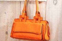 Luxurious Leather Bags / by Uno Alla Volta