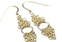 CHAIN MAILLE Jewelry / Lots of different techniques for making jewelry using jump rings of different sizes and colors, mixed with other beads as well.