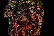 Art PHOTO ABSTRACT / Serie de obras de Arte Fotográfico de la artista Cris Acqua donde predomina el color ámbar, texturas sutiles y formas abstractas.