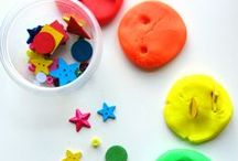 Toddler Play and Learning / Activities to encourage growth and fun with toddlers including fine motor and gross motor activities!