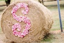 Country Style Wedding Flowers / A collection of gorgeous wedding flower ideas inspiring brides looking for country style wedding flowers and decor