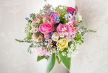 Summer wedding flowers / A collection of gorgeous wedding flower ideas inspiring brides looking for summer bright wedding flowers and decor