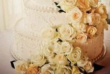 Wedding Cakes Galore- Knoxville Florist / Who doesn't love cake?? Knoxville, TN wedding florist.