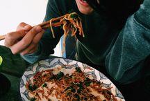 Asian Grub / Let's eat some jiaozi + miàn tiáo hao ma?