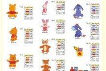Schede per ricamo / Schede per ricamare: vari disegni del mondo Disney da ricamare e lettere dell'alfabeto.