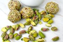 {R.A.W} / Did you know that raw vegan food can be amazing? Try these delicious recipes!