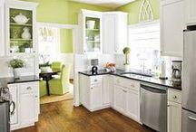 Home: Kitchen / by Zoe Hurtado