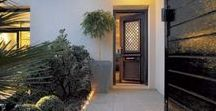 Porte d'entrée : faites une entrée remarquée ! / Porte d'entrée PVC, bois, alu, mixte bois-alu, ... La porte d'entrée est la première impression que l'on se fait d'une maison !