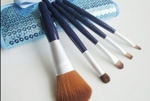 Alice Makeup Brush Sets / Alice Stylish makeup brush sets perfect for professional salons or personal use.