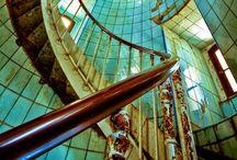 Escaliers ~ balcons ~ fenêtres