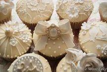 Baking: Cupcakes / by Jolanda van Pareren