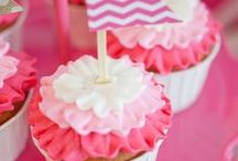 Cupcakes / Cupcakes and more cupcakes! / by Brittany Moss