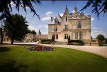 Château Pape Clément / Découvrez l'histoire, le terroir et les vins d'exception du Château Pape Clément, grand cru classé de Graves, situé à Pessac, proche de Bordeaux.