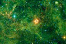 Heavenly Splendour / Stars Galaxies Nebulas Dark Matter