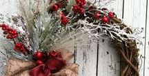 Winter Door Decorations / Spread the holiday cheer on your front door step with these holiday decoration inspirations!