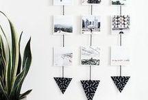 PHOTOS | DIY / Du hast deine Pixum Fotoabzüge erhalten, aber weißt nicht, wie du nun deine Fotos gestalten sollst, um sie richtig zu präsentieren? Wir zeigen euch coole DIY-Ideen, wie ihr eure Bilder richtig in Szene setzt. Ihr könnt Bilder auf kreative Weise aufhängen, selber Bilderrahmen und-ständer basteln oder tolle Collagen erstellen - die Möglichkeiten, die Fotos in deiner Wohnung zu präsentieren, sind grenzenlos. Erstelle jetzt deine Pixum Fotoabzüge: https://www.pixum.de/fotoabzuege