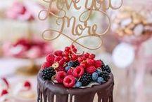 Opulentes Sweet Candy Table Konzept gold /rosa / Exklusive Hochzeit auf dem Hohen Darsberg. Konzept in gold, blush, rosa und weiß. Hochzeitstorte und Sweet Candy Table von www.suess-und-salzig.de. Papeterie Die exklusiven Einladungskarten, Blumen Blumen Hörl Floral Kreativ