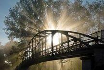 Brücken // Brigdes / Brücken, Stege, Übergänge - alt, neu, marode, klein, groß, imposant, speziell, Holz, Stahl, Bambus, künstliche und natürliche ... Symbol für Überwindung von Hindernissen, Wegbereiter und mehr.