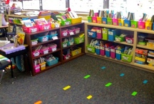 Classroom Library / Organize and design your own classroom library! Find organization ideas, free printables, classroom library decor ideas, and lots of classroom library inspiration.