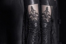 STYLE : DARK ROMANCE / Influenced by dark fairytales and neo-gothic romance. Think clothes as dark as night, lace and ruffles.