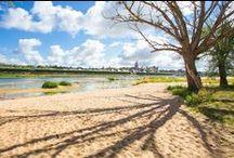 Camping Touristique de Gien, Poilly-Lez-Gien en Val de Loire / Situé en bord de Loire, le camping se trouve dans un lieu privilégié de 5 hectares. Venez découvrir sur un terrain arboré et verdoyant des mobil-homes et roulottes. Dans ce camping très fleuri en saison, les emplacements sont spacieux et disposés de manière harmonieuse. Depuis le camping, vous aurez un accès direct à la plage et la possibilité de longer le fleuve ou de rejoindre immédiatement le GR3-Loire à vélo. http://www.camping-gien.com