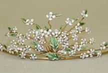 Flash & Dazzle / Tiaras, brooches, and extraordinary things from the middle ages to the early 20th century.