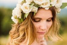 Love!  Hair Flowers / Fresh flowers in wedding day hair are romantic, soft, and unique!