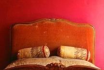Letto / Letto camera da letto vicino al letto lenzuola cuscini comodini