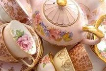Porcelana, mantel y flores