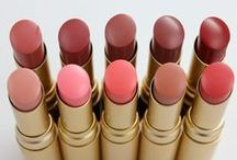 La Creme Color Drenched Lipstick / There's rich, there's obscenely rich and then there's our La Crème Color Drenched Lip Cream. Oozing with lip-conditioning hydrators, including white lotus flower, it treats while it enhances lips. Available in five carefully curated, heiress-worthy shades.