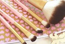 "Too Faced Brushes / Too Faced brushes are created using our luxurious ""Teddy Bear Hair"" that feels identical to the soft and silky smooth hair of real animals without the cruelty involved in making traditional ""animal hair"" brushes."