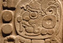 Yaxchilan & La Pasadita, Mayasteden in Mexico / Yaxchilan en La Pasadita zijn twee  Maya ruinesteden in Mexico aan de grensrivier met Guatemale, de Usumacinta. Het Museum Volkenkunde in Leiden bezit een aantal belangrijke archeologische voorwerpen uit deze regio.