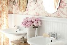 Bathroom Love / by Nellie Janes