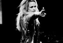 MIRANDA LAMBERT. / She's my idol.  / by Julie Hepker