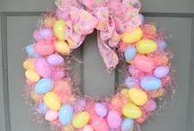 Holidays - Easter / Easter holiday decorations, Easter baskets, Easter printables.