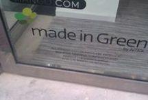 greenwash / Greenwash of wel een groene zeepbel zijn producten die: •Irrelevante claims (één groen product, de rest grijs) •Afbeeldingen die groen maken (auto met bloemen) •Zelfverzonnen groene namen (eco-vriendelijk) •Ongeloofwaardige boodschap (afbeelding gastank met milieuvriendelijk logo)  Post ze hier