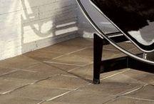 Castelforte / COD PCF È un pavimento riprodotto da antiche lastre di cotto, fatto a mano. Si differenzia dal cotto perchè non necessita di nessun trattamento. Ha uno spessore di 1,8 cm è antigelivo e ad alta resistenza. Può essere utilizzato per interni ed esterni. Scheda Tecnica: http://pietraprimiceri.it/images/docs/scheda_tecnica_castelforte.pdf