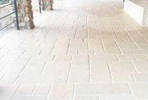 Roccia Antica / COD RRA È riprodotto da vecchie pietre consumate dal tempo, usate in passato per la costruzione di case coloniche e cascine. Si adatta a qualunque tipo di costruzione per rivestire pareti interne ed esterne. È un prodotto antigelivo e ad alta resistenza.